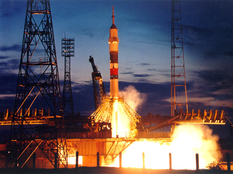 Белорусские космонавты проведут конкурс и свозят детей на Байконур